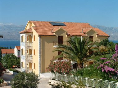 Apartments A1(4+1) Supetar - Island Brac