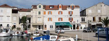Apartments and rooms A1(2+2), R1(2+1) Trogir - Riviera Trogir