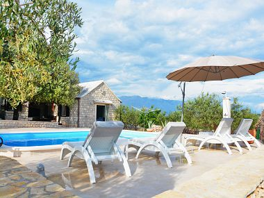 Holiday home Tonka - with pool; H(4+2) Pucisca - Island Brac  - Croatia